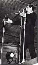 Aznavour qui a inauguré le podium variété