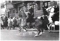 La police charge les manifestants