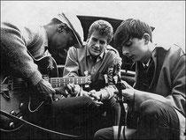 Philip Catherine à droite et Robert Graham au centre Comblain 1960