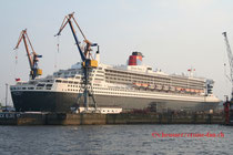 Queen Mary 2 in Hamburg 2006