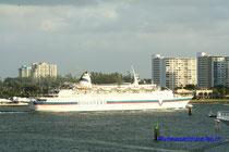 Discovery Sun verlässt Port Everglades/Miami