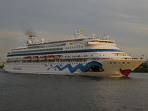 AIDAcara in hamburg 2009