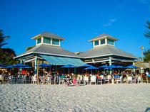 romantischere kann ein Dinner nicht sein - die Sandbar direkt am Strand