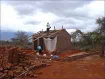 Die Toiletten erhalten endlich das Dach