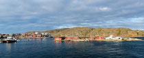 Siedlung unterwegs mit der Arctic Umiaq Line