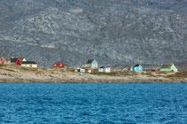 Siedlung unterwegs mit dem Schiff zum Eqi Camp