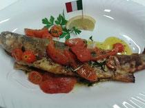 Italien~an geschwenkten Tomaten mit Knoblauch und Kräutern