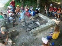 Pilzunterricht an der Feuerstelle.