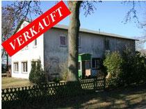 Sanierungsbedürftiger Resthof mit Nebengebäuden in traumhafter Alleinlage im Kreis Pinneberg.   Angeboten zum Kaufpreis von EUR 195.000,--