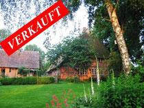 Reetdachanwesen auf einem traumhaften, parkähnlichen Grundstück (ca. 40.000 qm) mit ca. 180 qm Wohnfläche und Pferdestallungen im Landkreis Herzogtum Ratzeburg kurz vor den Toren Hamburgs.   Angeboten zum Kaufpreis von EUR 760.000,--