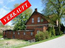 Historisches Anwesen an der Dove-Elbe mit ca. 42.000 qm Grundstück mit Wasserzugang, ca. 300 qm Wohnfläche. Sanierungsbedürftig   Angeboten zu einem Kaufpreis von: EUR 350.000,--