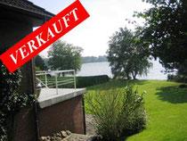 Traumhaft gelegenes Einfamilienhaus mit ca. 250 qm Wohnfläche in 7 Zimmern + ca. 100 qm Nutzfläche auf ca. 2.100 qm Grundstück mit eigenem Seezugang   Angeboten zu einem Kaufpreis von: EUR 735.000