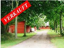 Private Reitanlage in traumhafter Ortsrandlage mit modernem Landhaus, Stallungen und Reithalle und ca. 6 Hektar arrondiertem Weideland.  Angeboten zum Kaufpreis von EURO 720.000,--