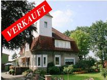 Resthof mit außergewöhnlichem Wohnhaus und bis zu 45 Hektar Land am Stadtrand von Neumünster.  Angeboten zum Kaufpreis von EURO 300.000,-- für die reine Hofstelle