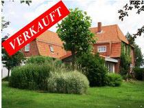 Großes vollständig saniertes und renoviertes Landhaus mit über 400 qm Wohnfläche (Ferienwohnungen abtrennbar) auf parkähnlichem Grundstück bei Heiligenhafen kurz vor der deutschen Sonneninsel Fehmarn  Angeboten zum Kaufpreis von EUR 350.000,--