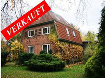 Sanierungsbedürftiges Einfamilienhaus mit Nebengebäude in Alleinlage am Schmalensee mit ca. 160 qm Wohnfläche und 3.000 qm Garten.  Angeboten zum Kaufpreis von EURO 109.000,--