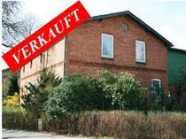 Resthof mit 6,8 Hektar arrondiertem Weideland und diversen Nebengebäuden in der Gemeinde Bimöhlen.  Angeboten zum Kaufpreis von EURO 345.000,--