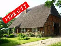 Historisches Reetdach-anwesen mit Neben-gebäuden und Weideland in ruhiger Dorfrandlage bei Trittau  Angeboten zum Kaufpreis von EUR 599.000,--