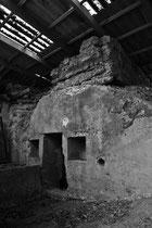 Von einer Scheune umbaute Bunkeranlage in der Nähe von Stp. Hindenburg