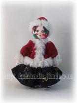Кукла в красной шубейке. Русский зимний костюм 17-19 вв., 20 см.