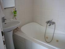 Salle de bain avec jaccuzzi