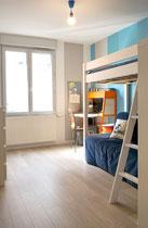chambre; adolescent; bleu turquoise; mezzanine; bois; IKEA; IKEA PS; bureau; chene clair; Lyon; Quebec