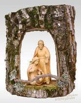 Hängekrippe aus einem Baumstamm gefertigt, Heilige Familie gefasst