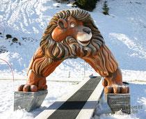 Löwen, Styroporfigur, Oberfläche mit Glasfasergewebe und Epoxydharz verstärkt, gefasst und versiegelt