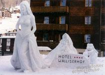 Schneebraut mit einer Höhe von 4 Metern