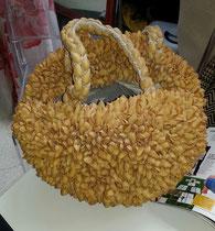 Borse realizzata con i gusci dei pistacchi