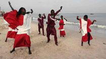Coreografia Lebou, dedicata al mare quale sostentatore  -  Gruppo Mamy, Centro Cuturale Hann