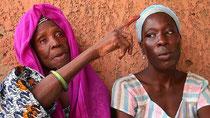 """Coura DIOP, madre di Khady FALL ''Sela"""", e la figlia di Sela, Fatou SARR, HANN"""