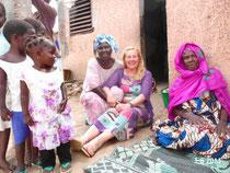Carla con Sela e sua madre nella famiglia à Hann