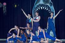 Große Haie, kleine Fische