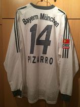 03/04 Bundesliga away Spielertrikot von Claudio Pizarro hinten