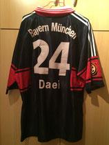 98/99 Bundesliga home Spielertrikot von Ali Daei hinten