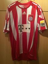 09/10 Bundesliga Spielertrikot von Mehmet Ekici aus dem letzten Saisonspiel gegen Hertha BSC Berlin in Berlin vorne