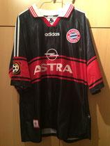 97/98 Bundesliga home Spielertrikot von Thomas Helmer (Astra) vorne