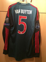 13/14 Champions League Spielertrikot von Daniel van Buyten vorne
