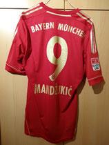 12/13 Bundesliga home Spielertrikot von Mario Mandžukić hinten