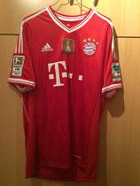 13/14 Bundesliga home Spielertrikot von Daniel van Buyten vorne