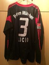 04/05 Bundesliga Derby Spielertrikot von Lucio hinten