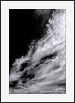 Smoke in the sky, Western skerry islands, Sweden. Einzel-Abzug auf Archival-Fine-Art-Papier. Foto-Format 27 x 40 cm. Passepartouriert, gerahmt, hinter UV-Glas. Edition limitiert(1 + 19). Preis:1050 CHF.