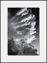 Thunderclouds, Gothenburg, Sweden. Einzel-Abzug auf Archival-Fine-Art-Papier. Foto-Format 27 x 40 cm. Passepartouriert, gerahmt, hinter UV-Glas. 20 Abzüge. Preis: 1650 CHF.