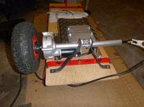 Die Antriebsachse ist auf die Grundplatte montiert