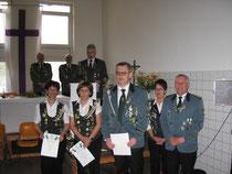 20. Juni 2010 Auszeichnung in Wassermühle (vl) Christa Bleeck (Silber) Gertrud Kröncke und Knut Mangels (Bronze), Ute Reyelts und Stefan Thiele (Kreisvorstand)
