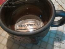 15-14.  Чашка ручной работы с логотипом.