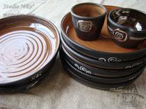 15-08. Глиняные тарелки.