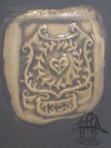 15-28.  Подарочная глиняная кружка ручной работы с рельефным изображением (фрагмент).
