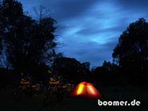 Bushcamp an der Limestone Road bei Nacht
